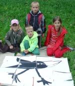 děti skládaly puzzle