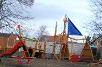 přípravy dětského hřiště se chýlí ke konci